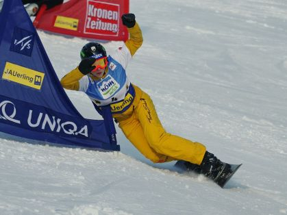 1200px-Amelie_Kober_FIS_World_Cup_Parallel_Slalom_Jauerling_2012